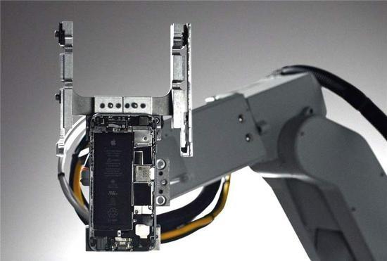 iPhone dismantling robot Dave